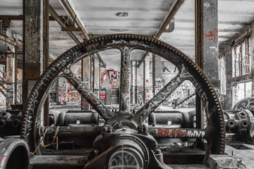 Foto op Plexiglas Industrial geb. industrial machinery in abandoned factory