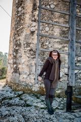 Femme devant le moulin Saint-Pierre d'Alphonse Daudet