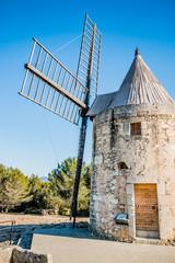 Le moulin Saint-Pierre d'Alphonse Daudet