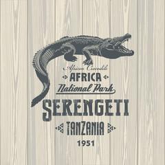 Африканский Крокодил, Национальный парк Серенгети, Танзания, на деревянном фоне, иллюстрация, вектор