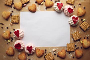 Сладости.Печенье и зефир на деревянном фоне