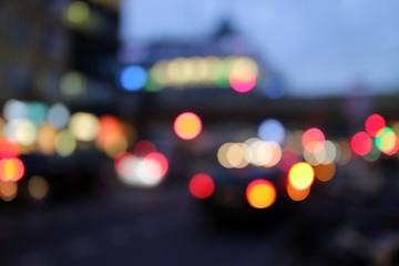 Verschwommene Autolichter bei Nacht / Bokeh / abstrakt