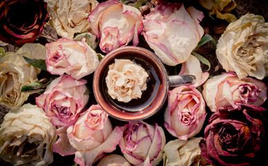 Горячий шоколад и сухие розы