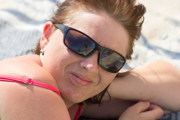 relax in sunglasses on the beach