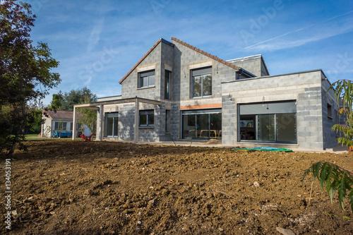 Chantier d 39 une maison en construction photo libre de for Assurance chantier construction maison