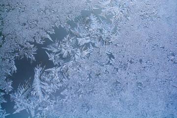 窓の霜の結晶