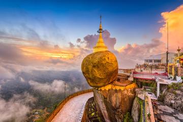 Fototapete - Goldeon Rock Myanmar