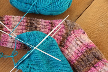 Socken auf Holzbrett
