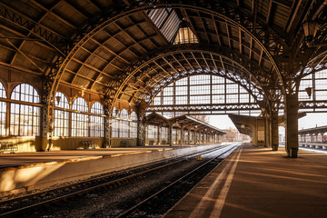Vitebsky railway station during sunset Fotomurales