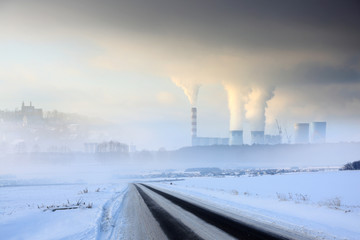 Fototapeta Krajobraz zimowy, elektrownia węglowa z obłokami pary i dymu. obraz
