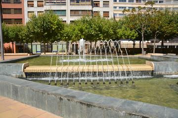 chorros de agua en una fuente púbica