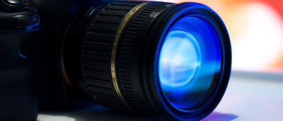 Spiegelreflexkamera mit Objektiv im Close-Up
