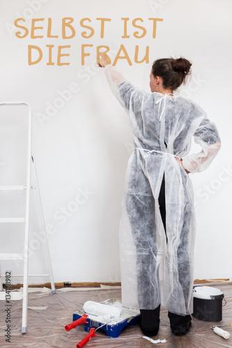 selbst ist die frau stockfotos und lizenzfreie bilder auf bild 134188982. Black Bedroom Furniture Sets. Home Design Ideas