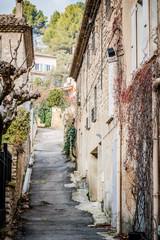 Dans les rues de Fontaine-de-Vaucluse