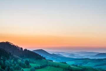 Photo sur Aluminium Colline Sunset over the hills at summer