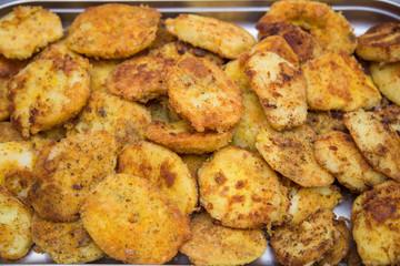 Opiekane ziemniaki w bułce i jajku