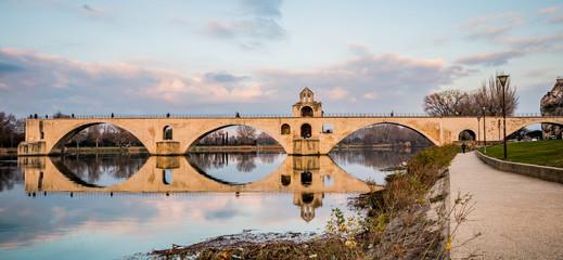 Le Pont d'Avignon, au soleil couchant