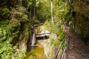 Twann, Twannbachschlucht, Schlucht, Bach, Wasserfall, Wanderweg, Wald, Herbst, Herbstwanderung, Felswand, Jura, Schweiz