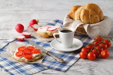 Breakfast with olive bread and tomato