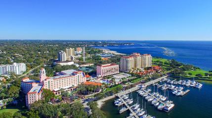 ST PETERBURG, FL - FEBRUARY 2016: Aerial city view. St Petersbur Fototapete