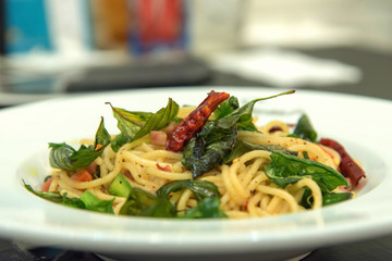 Spicy spaghetti with bacon