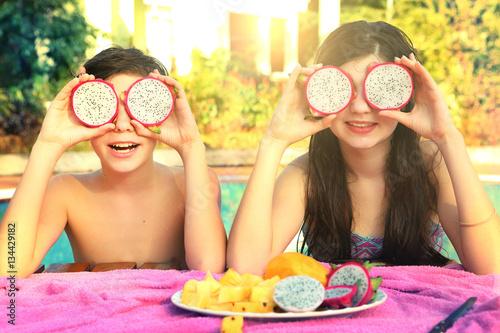 Teen boy and girl with dragon fruit circle quot fotos de archivo e