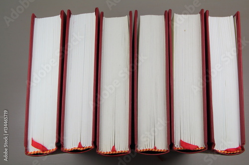 rang e de livres rouges stock photo and royalty free images on pic 134465719. Black Bedroom Furniture Sets. Home Design Ideas