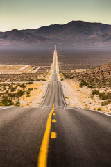 Papiers peints Route 66 Endless straight road in Death Valley National Park, California, USA