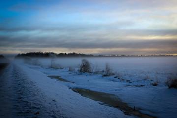 Утренний туман. Зимняя дорога. Россия