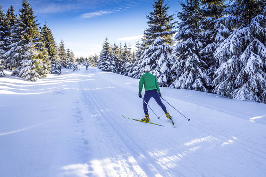 Langlaufen in Winterlandschaft