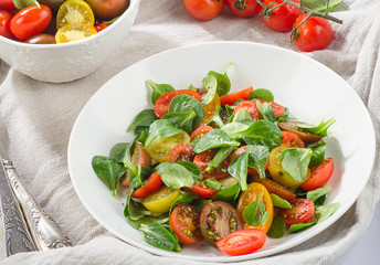 Healthy salad with leaf vegetables and tomatoes