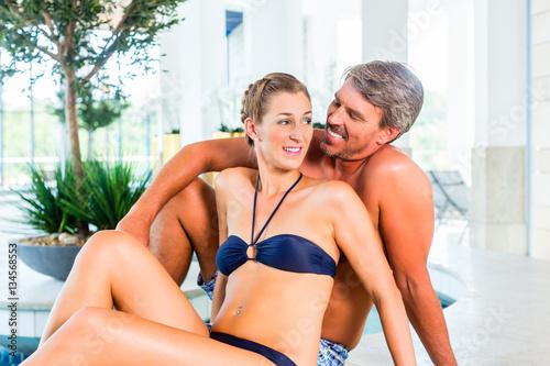 Spa wellness frau  Mann und Frau entspannen im Wellness Spa