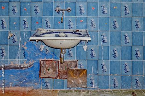 altes badezimmer stockfotos und lizenzfreie bilder auf bild 134611583. Black Bedroom Furniture Sets. Home Design Ideas