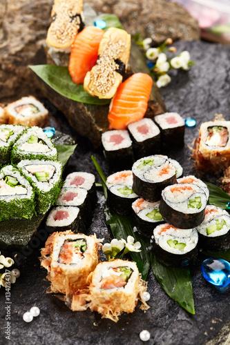 japanese sushi set stockfotos und lizenzfreie bilder auf bild 134734317. Black Bedroom Furniture Sets. Home Design Ideas