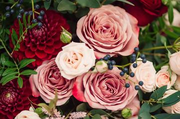 Poster de jardin Dahlia bouquet of roses red pink dahlia