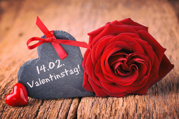Valentinstag - Rose, Herz und Schiefertafel