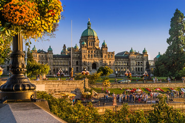 Parliament building, Victoria, BC; with inner harbor summer activities underway all around Fototapete