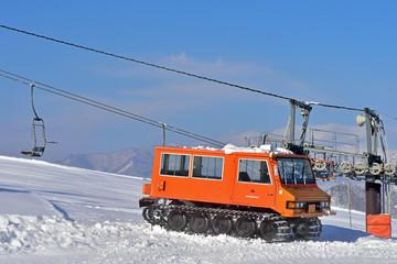 リフトと雪上車