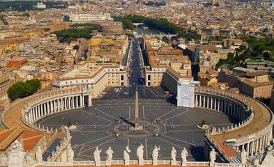 Fot. Konrad Filip Komarnicki / EAST NEWS Watykan 10.07.2010 Widok na Rzym z kopuly Bazyliki Swietego Piotra.