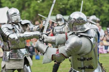 Miteinander kämpfende Ritter