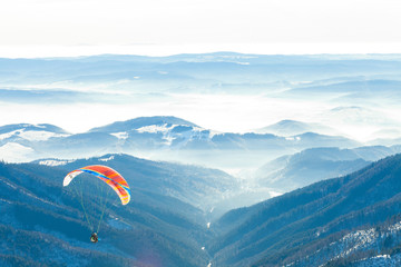 Foto op Aluminium Luchtsport Paragliders launched into air from the very top of a snowy slope of a mountain