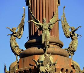 Engelsfiguren am Kolumbus-Denkmal in Barcelona