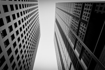 Häuserschlucht in Tokyo - Wolkenkratzer