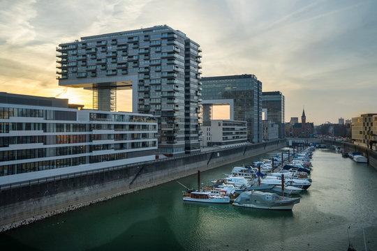 Köln: Kranhäuser im Rheinauhafen