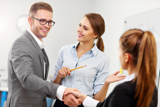 Manager introducing new worker to the team