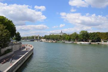 Nad Sekwaną w Paryżu/By the Seine in Paris, France