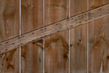 Holzwand mit Querleiste