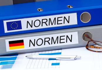 Normen Ordner im Büro - EU und Deutschland