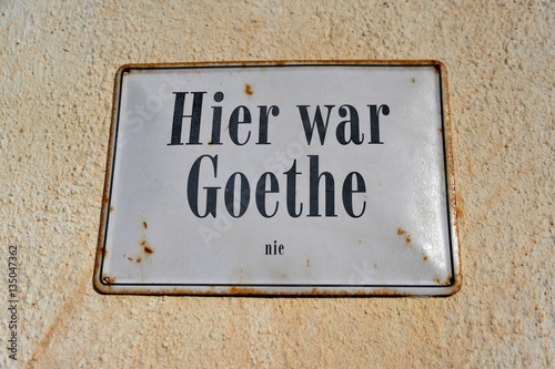 schild hier war goethe nie an wirtshaus im odenwald hessen deutchland fotos de archivo e. Black Bedroom Furniture Sets. Home Design Ideas