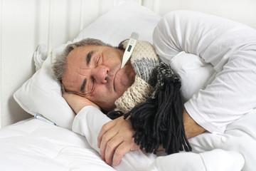 Grippewelle - krank im Bett liegen